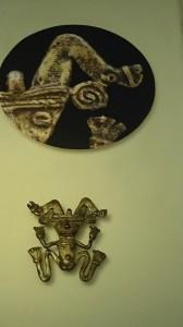 Weil es nach einem Wachsmodell gegossen wurde, trägt dieses Schmuckstück einen Fingerabdruck - eine Tatsache, die de spanischen Eroberer verwirrte.