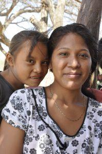 Fidelina (im Vordergrund) will Krankenschwester werden