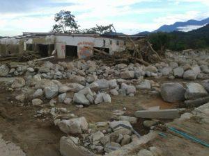 Mocoa, kurz nach der Katastrophe. Das Gebäude im Hintergrund ist ein Kindergarten.